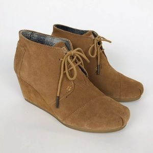 Toms Desert Chestnut Tan Suede Lace Up Booties 8.5